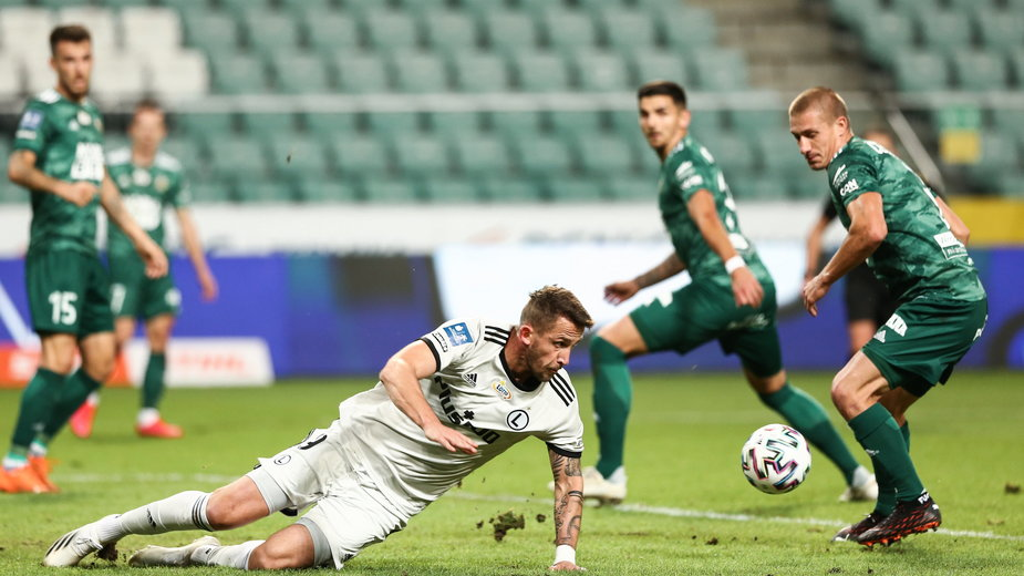 W końcówce meczu ze Śląskiem (2:1) strzelec gola dla Legii Tomaš Pekhart doznał urazu żeber.