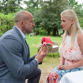 """""""M jak Miłość"""": oświadczyny Andrzejka. Czy Marzenka przyjmie pierścionek?"""