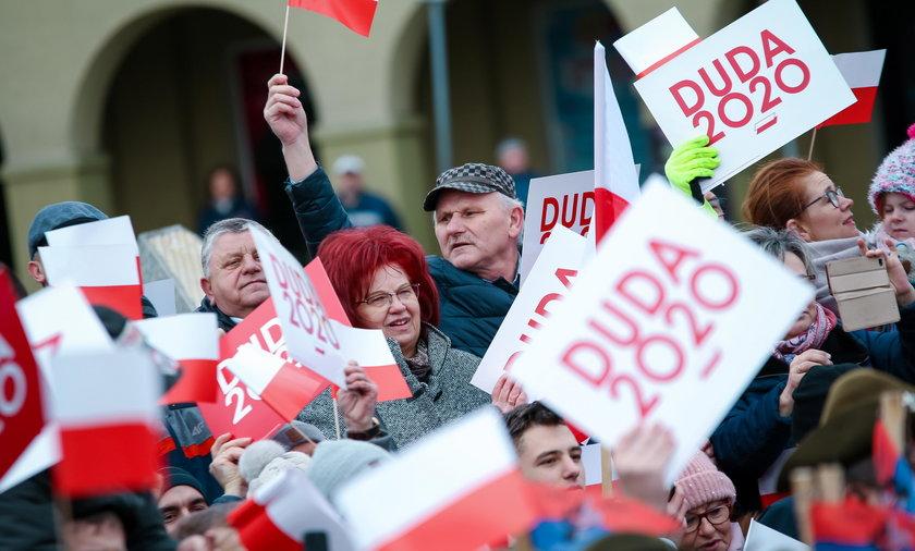 10 maja Andrzej Duda wygrałby w pierwszej turze. Sondaż