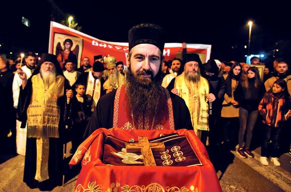 Vlast nema odgovor na mirne i dostojanstvene litije kojima sveštenstvo i narod izražavaju protest