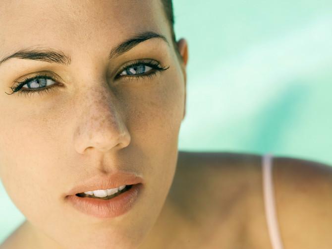 Da li vaše lice ima više godina od vas: 6 stvari zbog kojih SIGURNO izgledate STARIJE