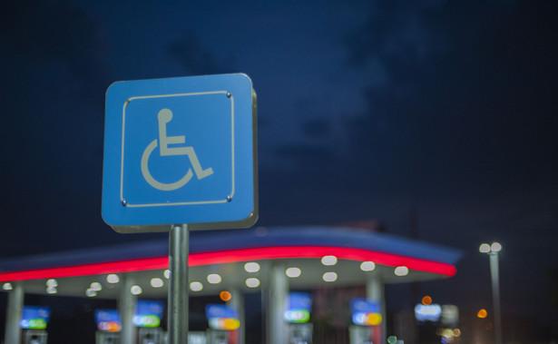 – To ważny dla wszystkich przedsiębiorców wyrok, w którym WSA tak wyraźnie stwierdził, że nie ma żadnego przepisu potwierdzającego prezentowane dotychczas przez PFRON stanowisko – mówi Krzysztof Kosiński, wiceprezes Polskiej Organizacji Pracodawców Osób Niepełnosprawnych.