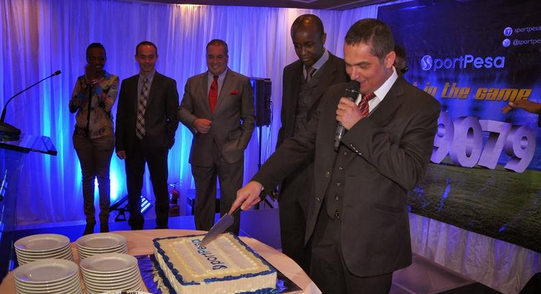 File image of Sportpesa CEO Ronald Karauri flanked by other guests at a past function
