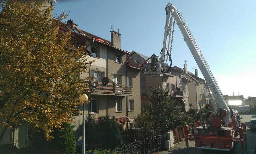 Spadochroniarka wylądowała na dachu domu w Pruszczu Gdańskim.
