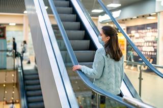 Szturm w galeriach handlowych. PKO BP: Sobota była najlepszym dniem dla sklepów odzieżowych i obuwniczych w tym roku