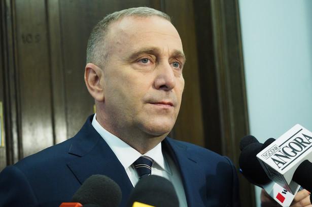 W sobotę Schetyna - na specjalnie zwołanej konferencji prasowej - powiedział, że klub PO oczekuje i żąda informacji na ten temat na wtorkowym posiedzeniu Sejmu.