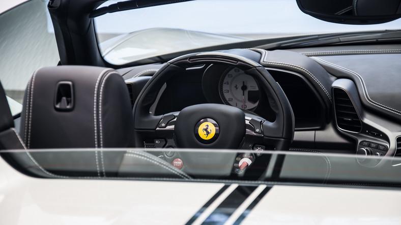 Ferrari 458 Spider - silnik 4,5 V8/570 KM