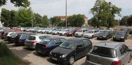Miasto nie dba o bezpłatne parkingi