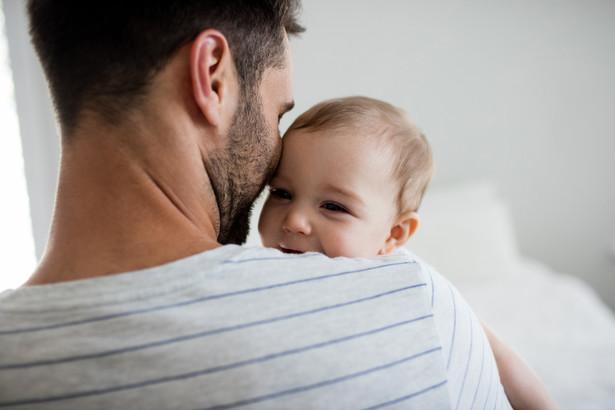 Zgodnie z Kodeksem pracy urlop ojcowski udziela się na pisemny wniosek pracownika-ojca.
