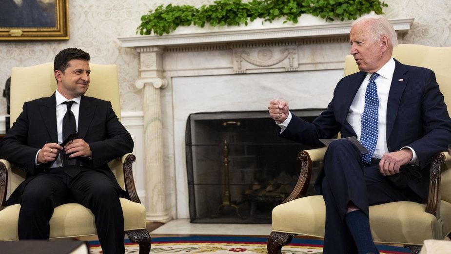 Od lewej: prezydent Ukrainy Wołodymyr Zełenski i prezydent Stanów Zjednoczonych Joe Biden
