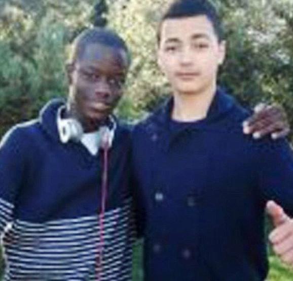 Žrtva: Kristi Bamu (levo) sa prijateljem