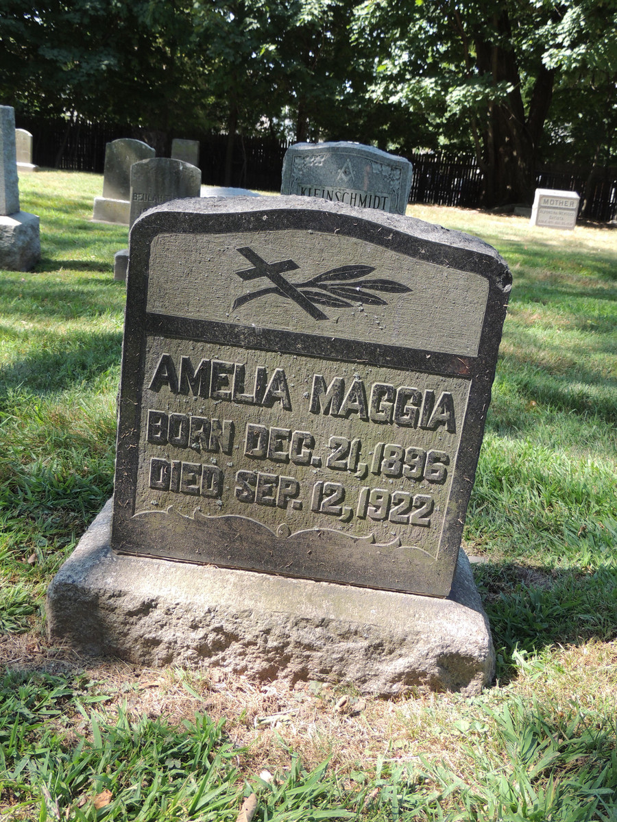 "Grób Amelii Malii ""Mollie"" Maggia  / Find a Grave, database and images (https://www.findagrave.com : accessed 9 December 2020), no. 99916653, citing Rosedale Cemetery, Orange, Essex County, New Jersey, USA ; Maintained by Susan Lewis Arday (contributor 46576010) ."