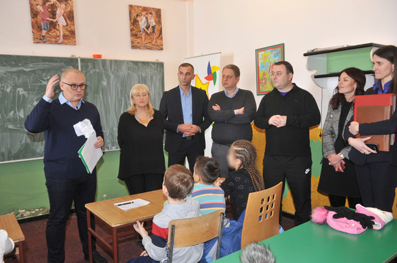 Zamenik gradonačelnika Goran Vesić posetio  Eko kamp u Mitrovcu na Tari