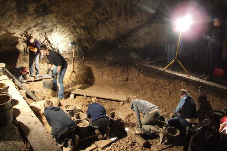 neandertalci arheologija kosti