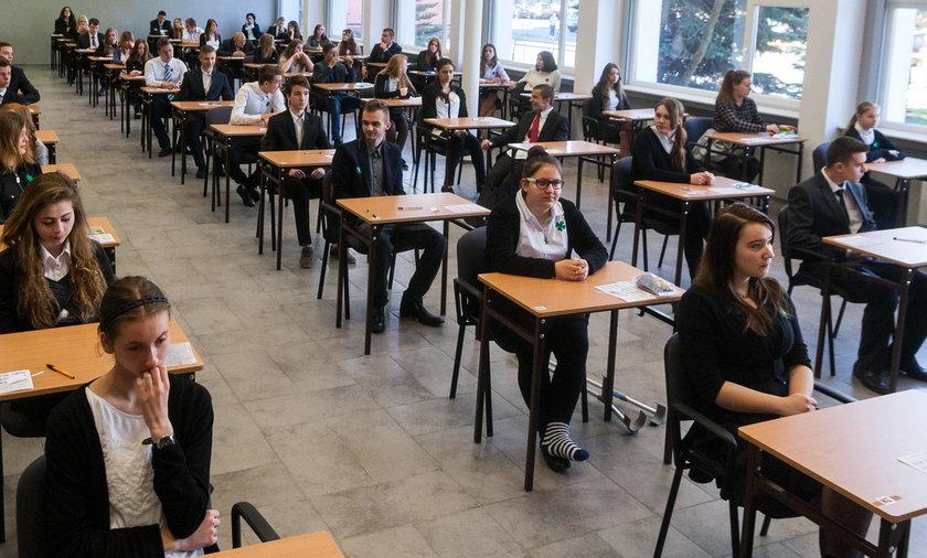 Egzamin Gimnazjalny 2018: Język angielski podstawowy i rozszerzony. Część językowa. Arkusze i odpowiedzi