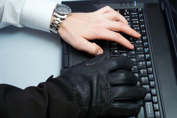 Już w poniedziałek setki tysięcy ludzi mogą utracić dostęp do sieci.