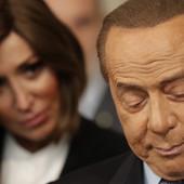 Berluskoni bivšu manekenku imenovao za ministarku, a sada se FATALNA MARA okrenula protiv njega i mogla bi da mu DOĐE GLAVE