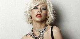 Aguilera w kolcach i kastecie