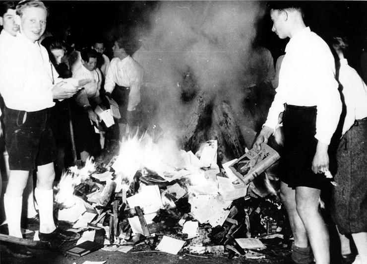 spaljivanje knjiga