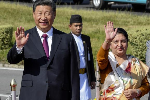 Si sa nepalskom predsednicom Devi Bandari