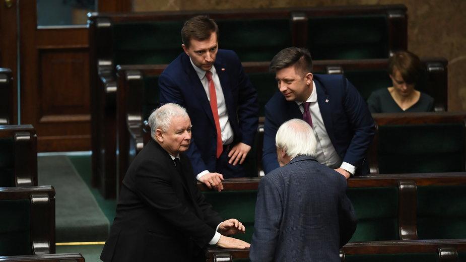 Od lewej: Jarosław Kaczyński, Łukasz Schreiber, Ryszard Terlecki, Michał Dworczyk, Jadwiga Emilewicz
