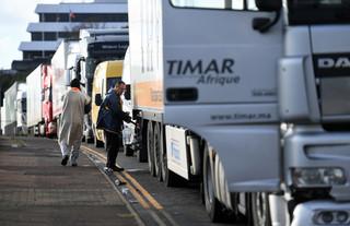 Medycy, którzy robili testy kierowcom w Dover, wracają do kraju