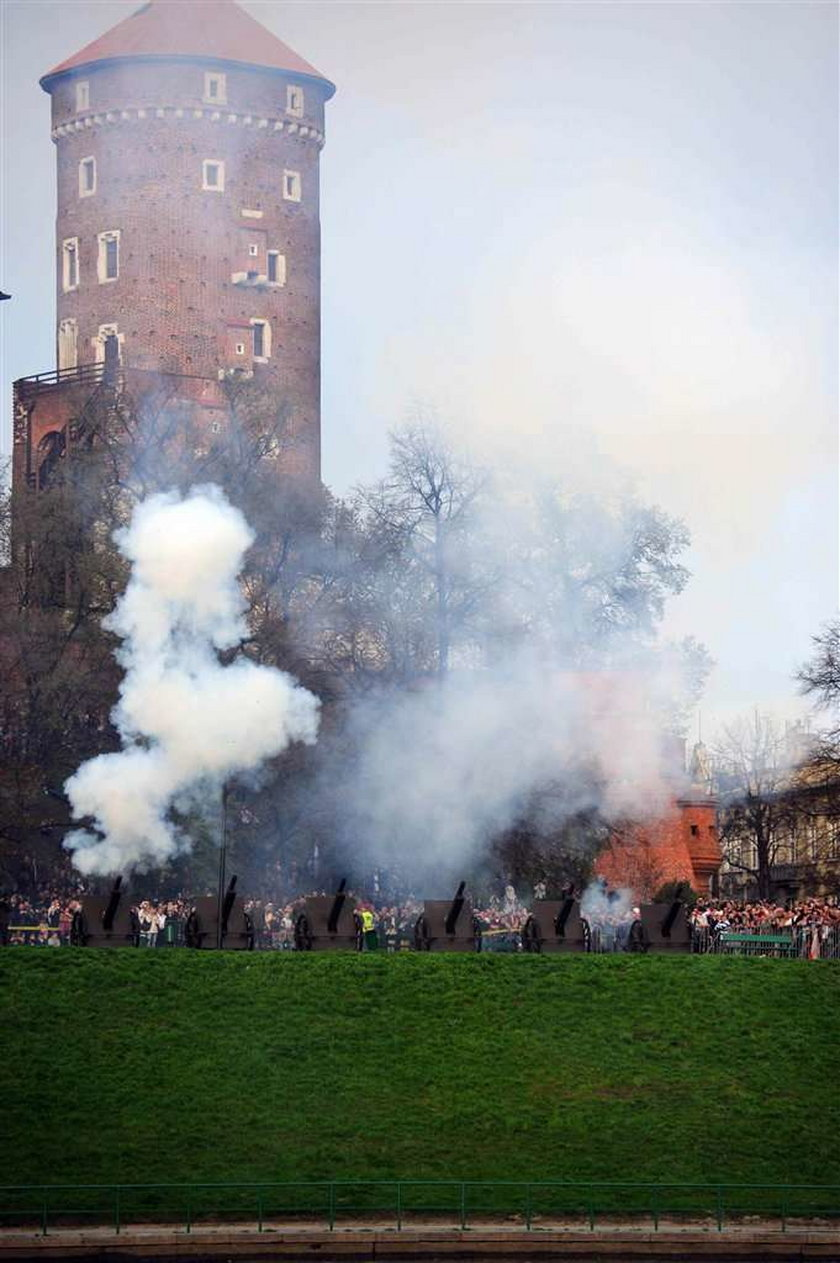 Niedzielne uroczystości pogrzebowe Lecha i Marii Kaczyńskich w Krakowie nie pobiły rekordu oglądalności. Pogrzeb Pary Prezydenckiej śledziło 13 mln widzów