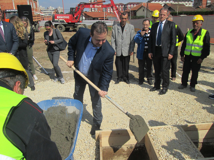 Ivica Dačić polaže kamen temeljac