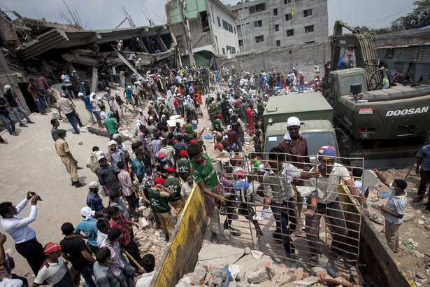 Rouiny zawalonego budynku Rana Plaza w Bangladeszu