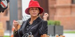 Anna Popek poluje na czerwony kapelusz