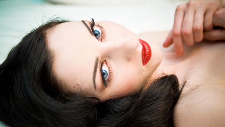 Na zakażenie chorobami wenerycznymi narażone są przede wszystkim osoby, które mają przygodne kontakty seksualne
