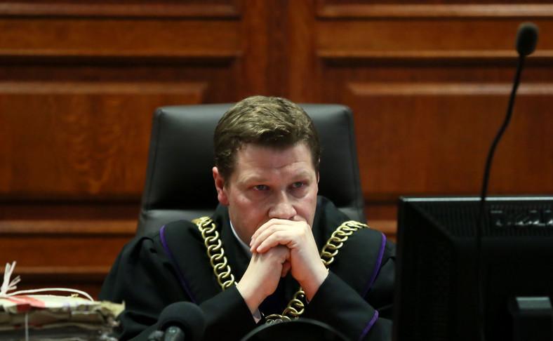 Sędzia Piotr Schab na sali rozpraw na procesie w sprawie uchylenia wyroku wobec Mariusza Kamińskiego