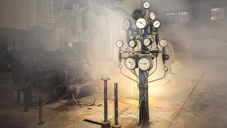 """Elektrownia fabryczna dawnych zakładów Karola Wilhelma Scheiblera, zbudowana w 1910 r., według projektu Alfreda Frischa, który pracował dla zakładów Scheiblera. Z początku elektrownia zasilała w prąd imperium Karola Scheiblera, potem połączone na początku II RP zakłady Karola Scheiblera i Ludwika Grohmana, a w PRL zakłady bawełniane """"Uniontex""""."""