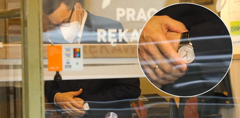 Ile kosztuje zegarek Morawieckiego? To rzadki model patriotyczny...
