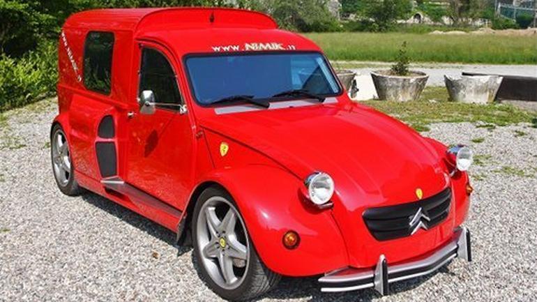 "Citroen 2CV by Nimik - ""Kaczka"" z silnikiem Ferrari"