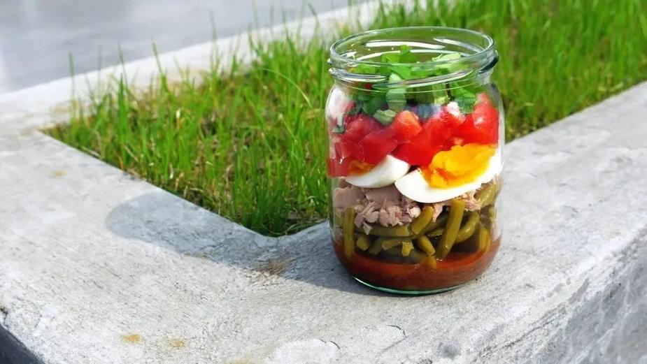 salatka z tunczykiem i jajkiem