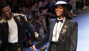 Wizkid walking the runway with Naomi Campbell [notjustok]