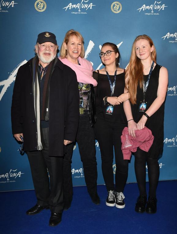 Džejson sa suprugom i ćerkom Sofijom Mej (druga s desna)