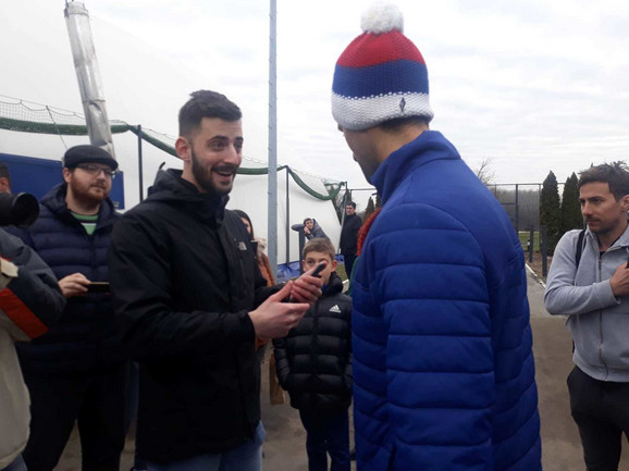 Novak Đokovic i navijač neposredno pred konferenciju za medije