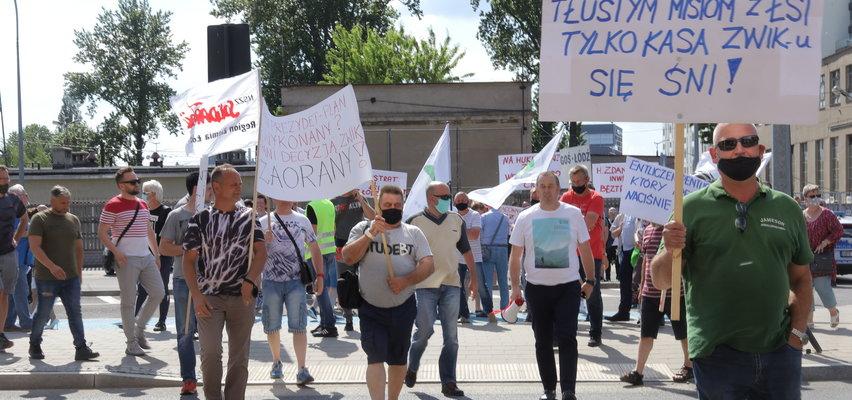 Protest w ZWiK w Łodzi. Pracownicy wodociągów blokowali przejście dla pieszych przy Wierzbowej