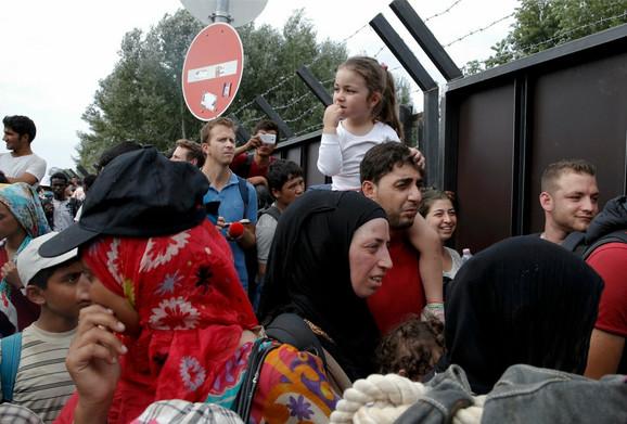 Očajne izbeglice na granici Mađarske i Srbije