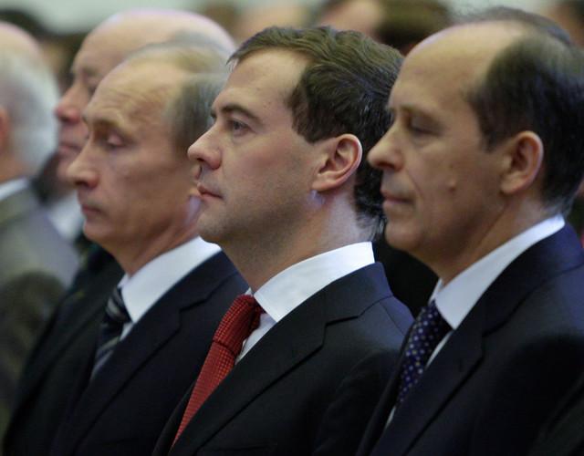 Vladimir Putin, Dmitrij Medvedev i Aleksandar Bortnikov u Moskvi 2009.