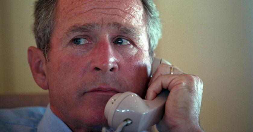 Fotografowie uwiecznili moment, w którym George W. Bush dowiedział się o zamachu na WTC