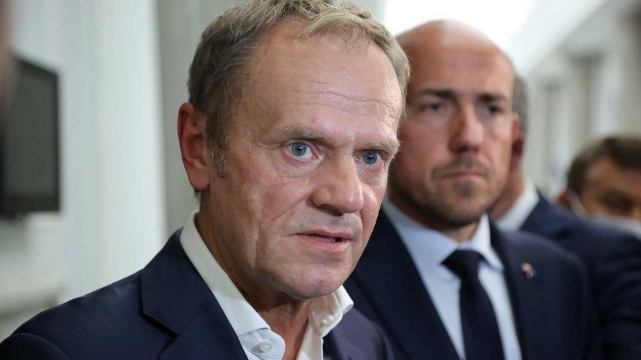 Lider Platformy Obywatelskiej Donald Tusk i wiceprzewodniczący PO Borys Budka