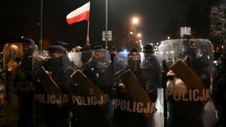 Funkcjonariusze policji podczas środowego protestu