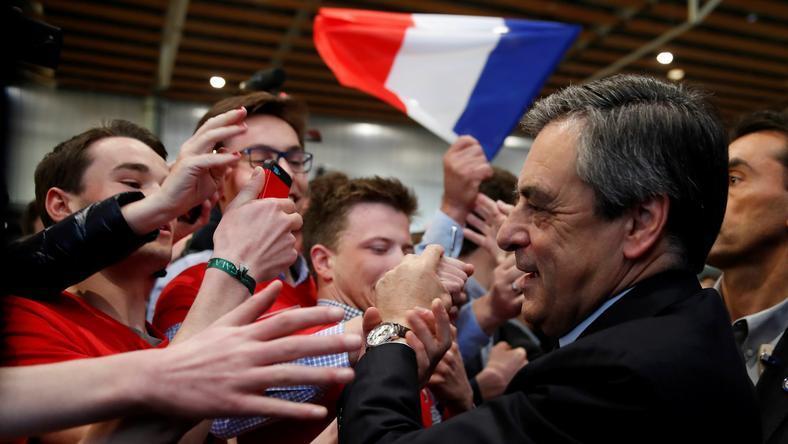"""Fillon: szef MSW poinformował mnie o przechwyceniu """"wiadomości, w której wyznaczano mnie jako cel"""""""