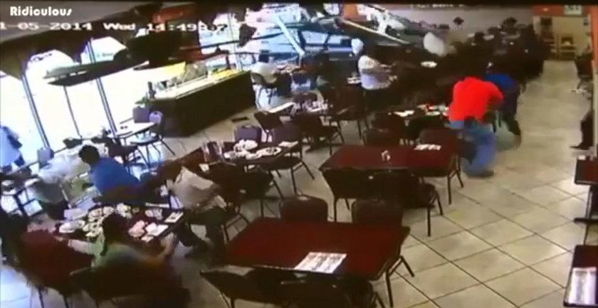 Samochód wjechał do restauracji