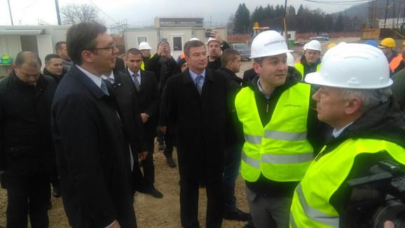 Predsednik Srbije Aleksandar Vučić u obilasku radova na izgradnji fabrike