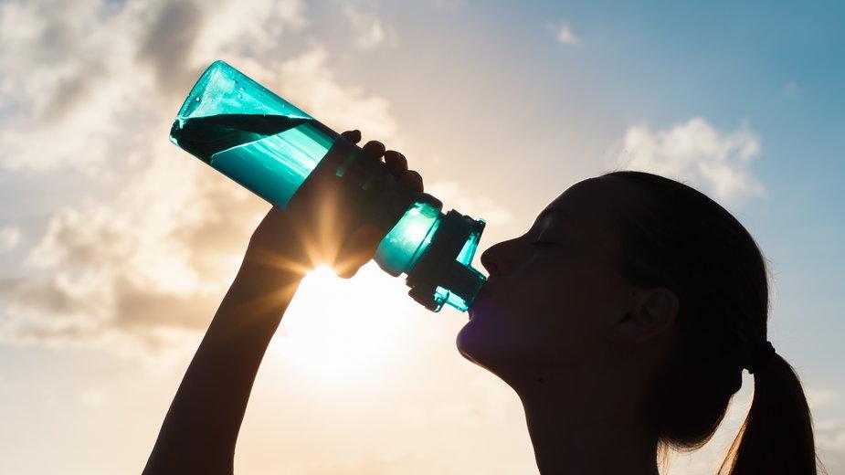 Te napoje nawadniają lepiej niż woda