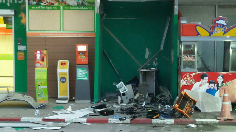 Zniszczony bankomat